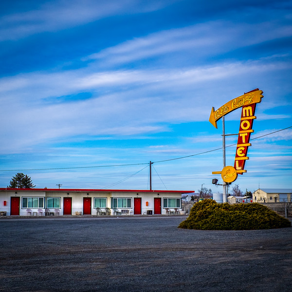The Ala Cozy Motel. Who could resist taking this photo?