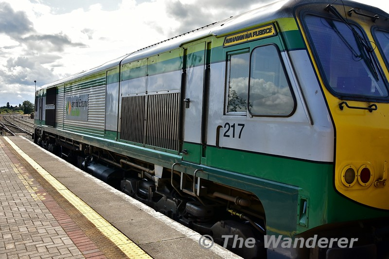 217 at Thurles during its station stop on the 1300 Heuston - Cork. Mon 05.08.19