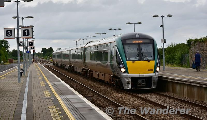 22032 arrives into Ballybrophy with the 1625 Heuston - Limerick via Limerick Jct. Tues 13.08.19
