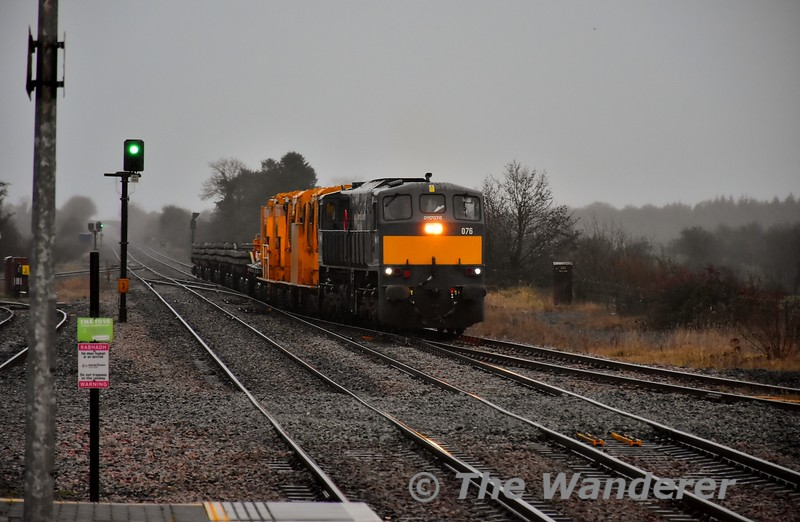 076 was entrusted with Friday's relay train on the Nenagh Branch. We see the 0815 Portlaoise - Ballybrophy via Lisduff working arriving into Ballybrophy Down Loop to allow the 0800 Heuston - Cork to overtake it. Fri 06.12.19