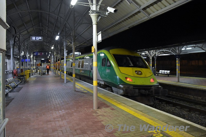 4003 departs from Mallow with the 1600 Heuston - Cork. Fri 06.12.19