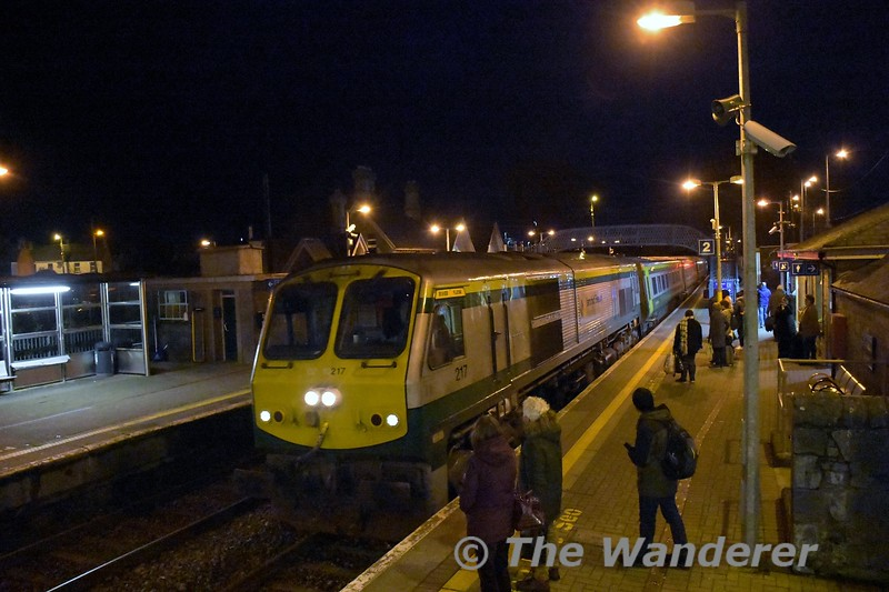 217 arrives into Thurles with the 1600 Heuston - Cork. Fri 06.12.19