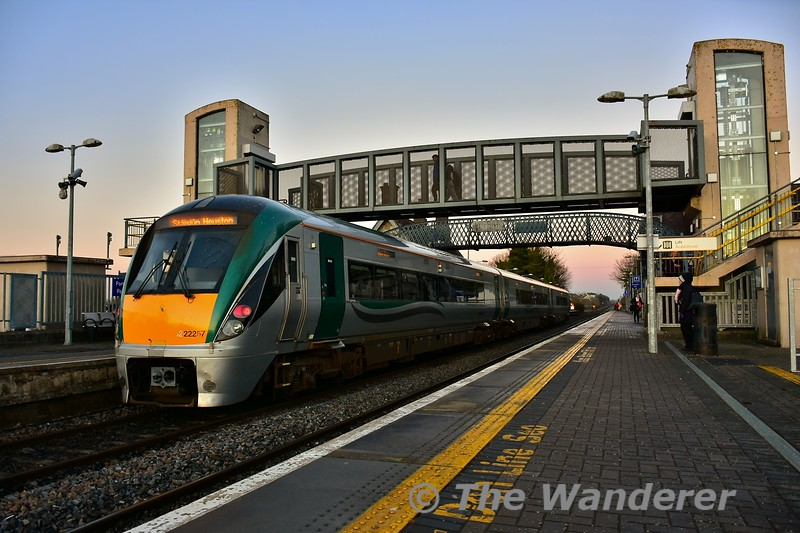 22057 at Portlaoise with the 1625 Portlaoise - Heuston. Tues 03.12.19