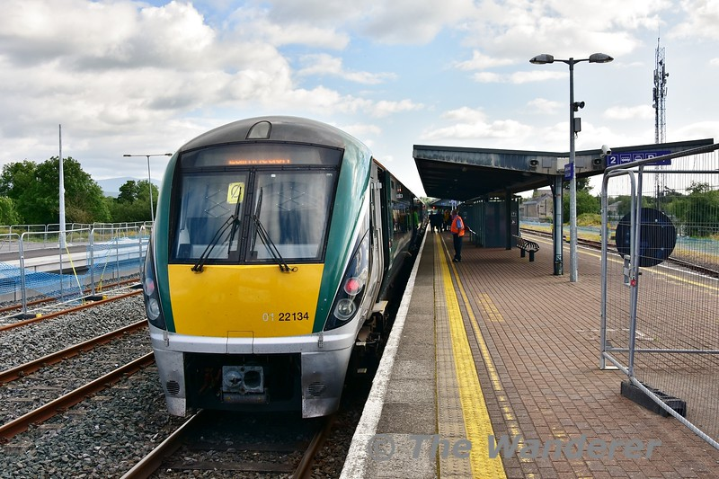 22034 stands at Limerick Jct. where it will now reverse to head to Limerick. Mon 01.07.19