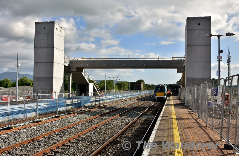 The changing scene at Limerick Jct. The new footbridge takes shape. Mon 01.07.19