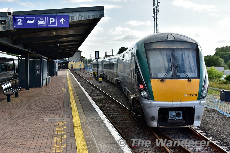 22060 shunts from platform 2 to the Waterford Bay Siding via the out of use platform 3. Mon 01.07.19