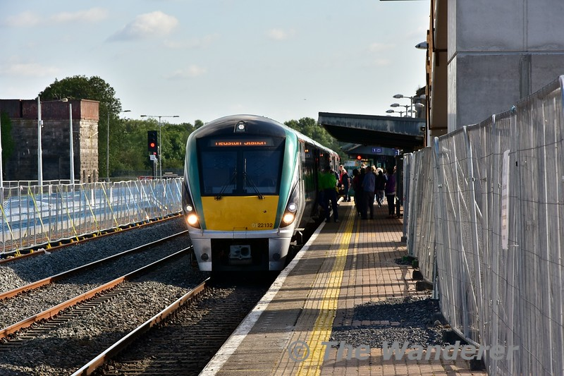 22032 arrives into Limerick Jct. with the 1725 Cork - Heuston. Mon 01.07.19