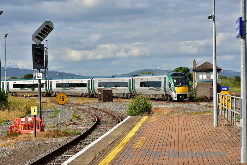 22034 departs Limerick Jct. with the 1625 Heuston - Limerick. Mon 01.07.19