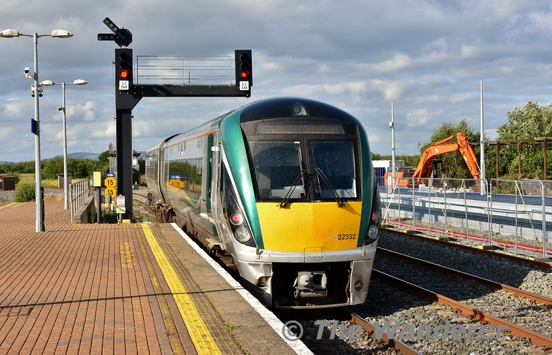22032 departs Limerick Jct. with the 1725 Cork - Heuston. Mon 01.07.19