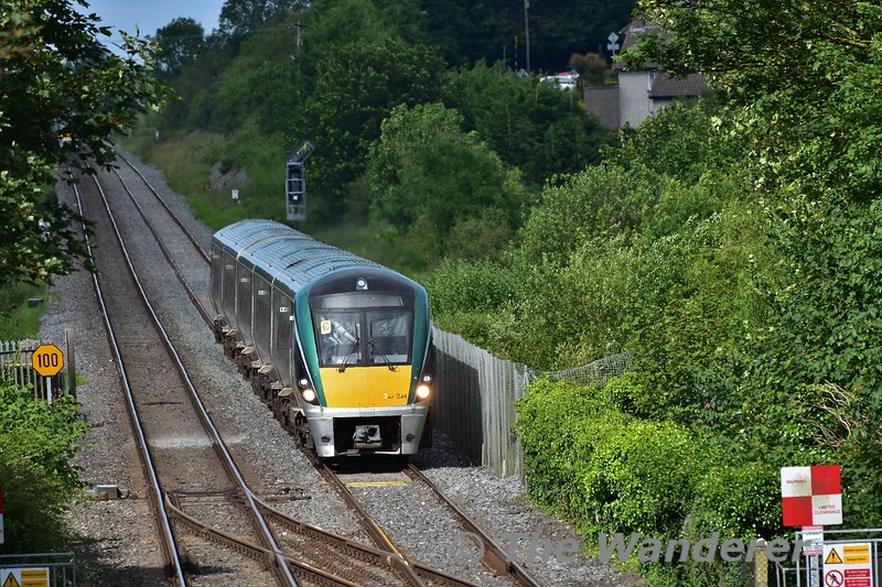 22034 approaches Portlaoise with the 1625 Heuston - Portlaoise. Mon 01.07.19