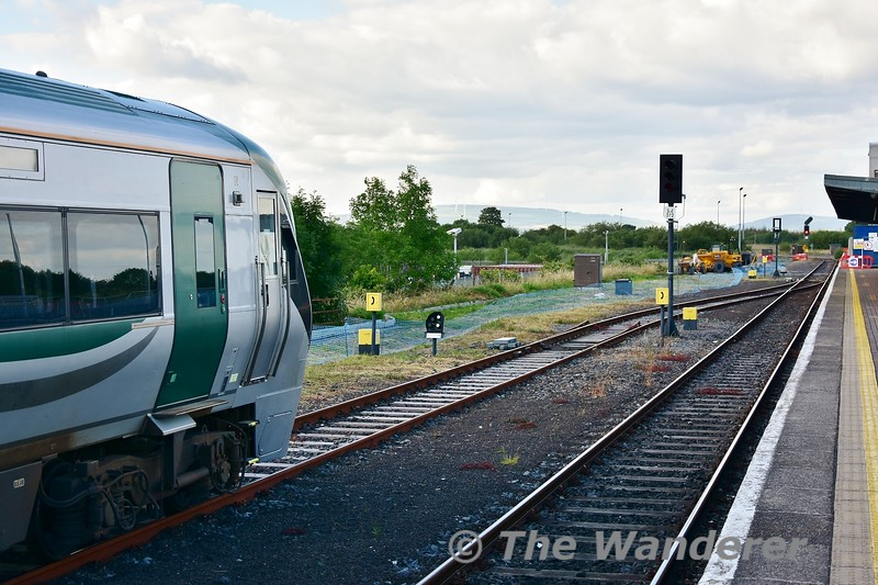 Shunt signal LJ373 shows a proceed aspect to allow 22060 to depart the Waterford Bay Siding. Mon 01.07.19