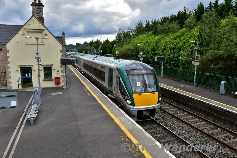 22048 arrives at Hazelhatch Station with the 1120 Heuston - Portlaoise. Tues 11.06.19