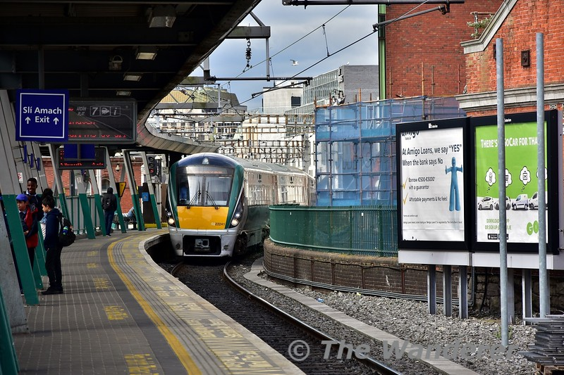 22041 arrives at Connolly with the 1030 Grand Canal Dock - Hazelhatch. Tues 11.06.19