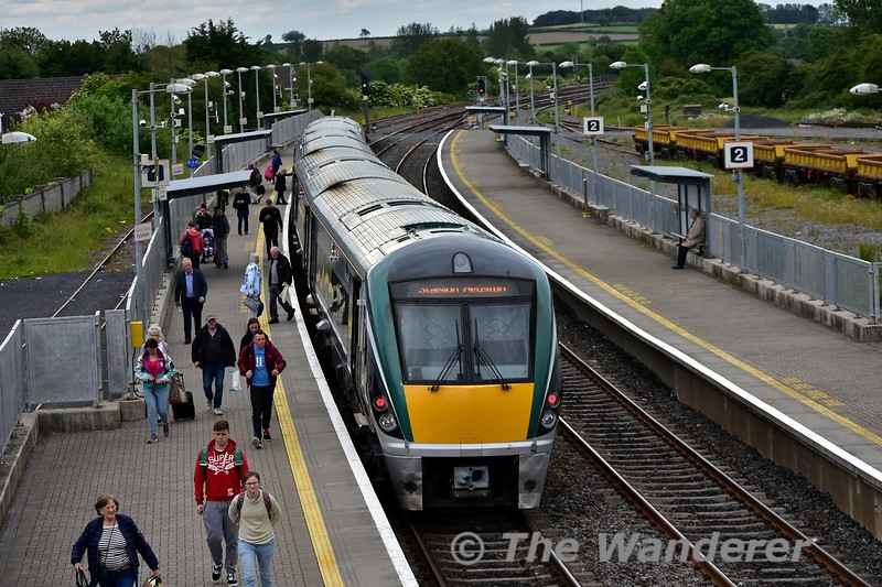 22042 is pictured at Portarlington with the 1505 Galway - Heuston. Tues 11.06.19