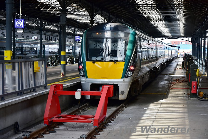 22021 stabeld at Heuston. It had earlier worked the 0550 from Cork and would later form part of the 1245 Heuston - Westport. Tues 11.06.19