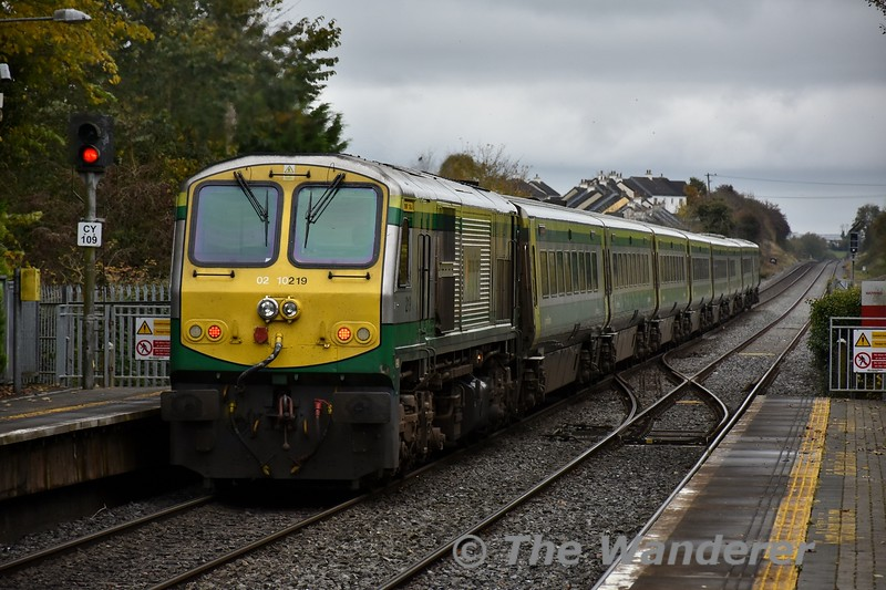 219 powers out of Portlaoise with the 1125 Cork - Heuston. Fri 01.11.19