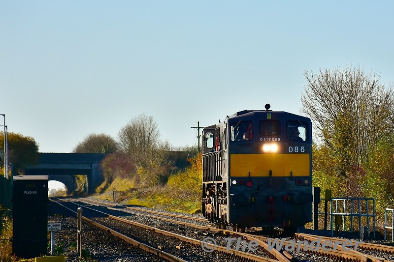 086 passes Old Knockmay with the 1020 Mallow - Portlaoise PW Yard L.E. movement. This was originally supposed to be a HOBS train to Portarlington and would explain why it was nearly 60 minutes early at this stage. Fri 08.11.19