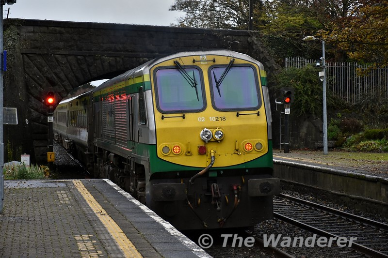 218 pushes the 0700 Cork - Heuston out of Thurles. Fri 01.11.19
