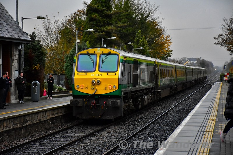 On a dull November day 4001 passes Portlaoise with the 1425 Cork - Heuston. 221 was pushing at the rear. Wed 07.11.19