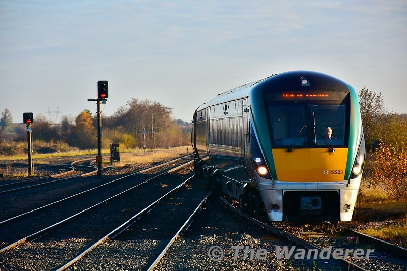 Seven minutes after 225 passed we see 22003 arriving into Ballybrophy with an empty working from Portlaoise. It had earlier worked the 0730 Heuston - Portlaoise service, was looped in the station to allow the 0800 to Cork to overtake. From Ballybrophy it would work the 0913 Portlaoise - Heuston, starting back from Ballybrophy to collect the passengers off the delayed 0630 Limerick - Ballybrophy. Fri 08.11.19