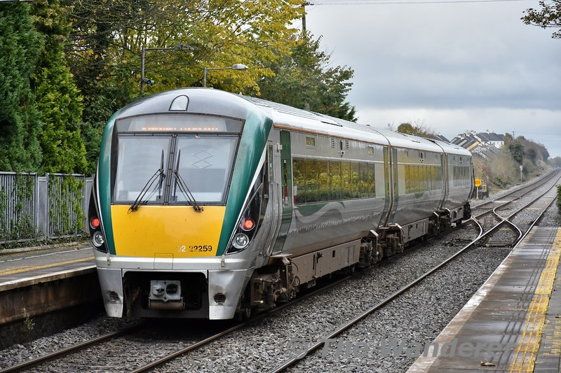 22059 departs from Portlaoise with the 1325 to Heuston. Fri 01.11.19