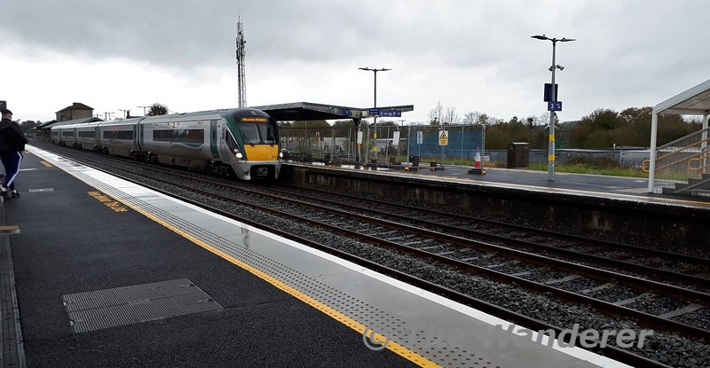 22040 arrives into Limerick Jct. with the 1325 Cork - Heuston. Fri 01.11.19<br /> <br /> Photograph courtesy of Mrs. Wanderer.