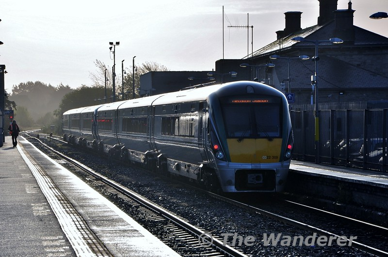 22009 + 22052 call at Athlone with the 0715 Westport - Heuston. Fri 11.10.19