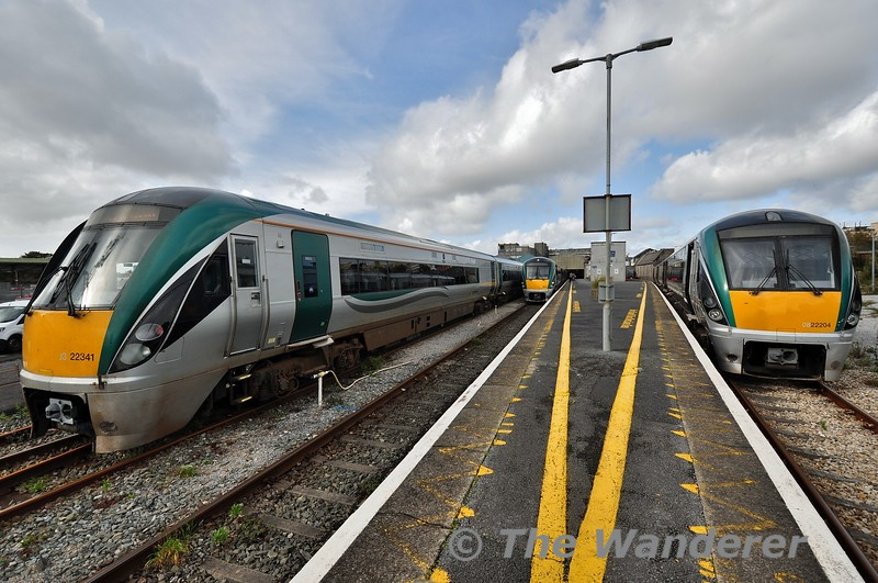 A wide angle lens offers us a view of the 3 sets stabled In Galway. 22041 is stabled in the siding prior to forming the 1435 Spl. to Heuston. In the bay platform we see 22004 with the 1345 to Limerick Jct. and 22002 (22001) is in the main platform with the 1305 to Heuston. Fri 11.10.19
