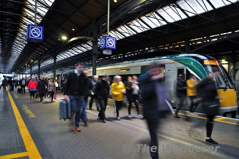 Customers off the 0640 Limerick - Heuston stream off 22028 after its arrival at Heuston. This busy service was standing room only from Sallins its last stop 18 miles from Heuston. Mon 14.10.19