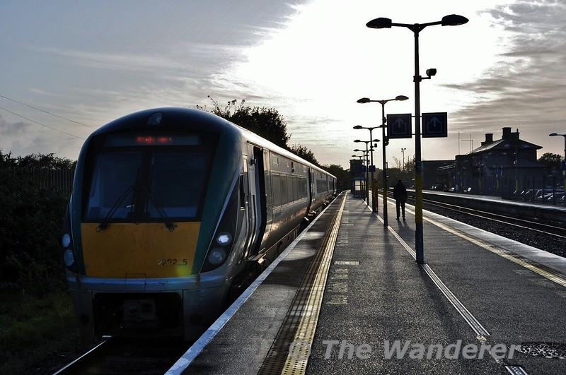22025 stands in Athlone's Platform 3 with the 0905 Athlone - Galway service. This takes a connection out of the 0735 Heuston - Westport F.O. service. Fri 11.10.19