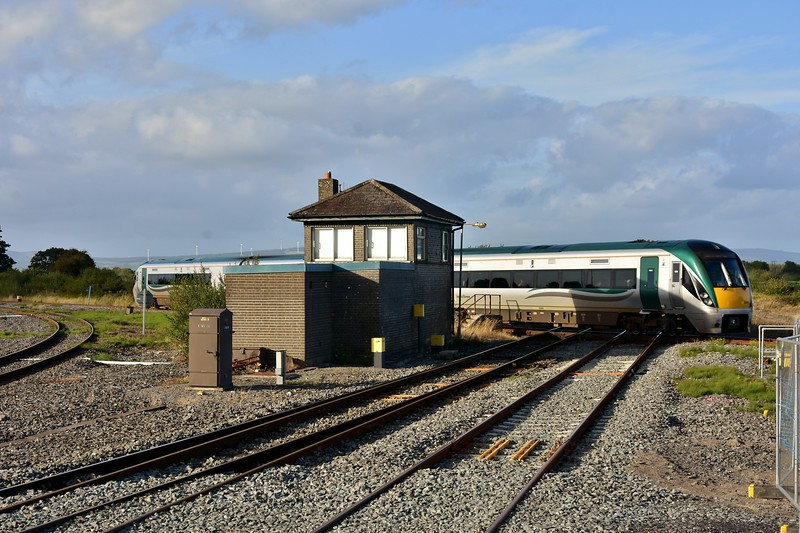 A new angle to picture the twice daily service from Waterford is offered from the new platform 4. Here we see 22053 crossing the flat junction with the 1625 Waterford - Limerick Jct. Fri 06.09.19