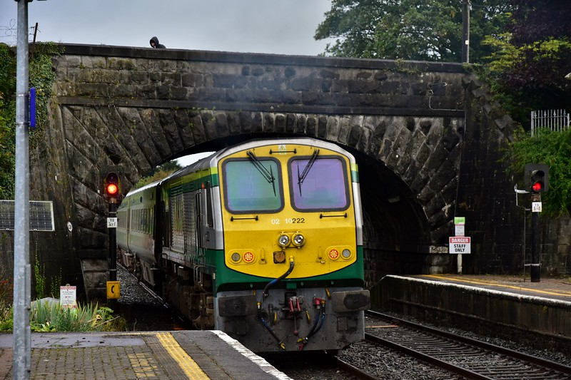 222 pushes the Cork - Heuston out of Thurles. Fri 06.09.19