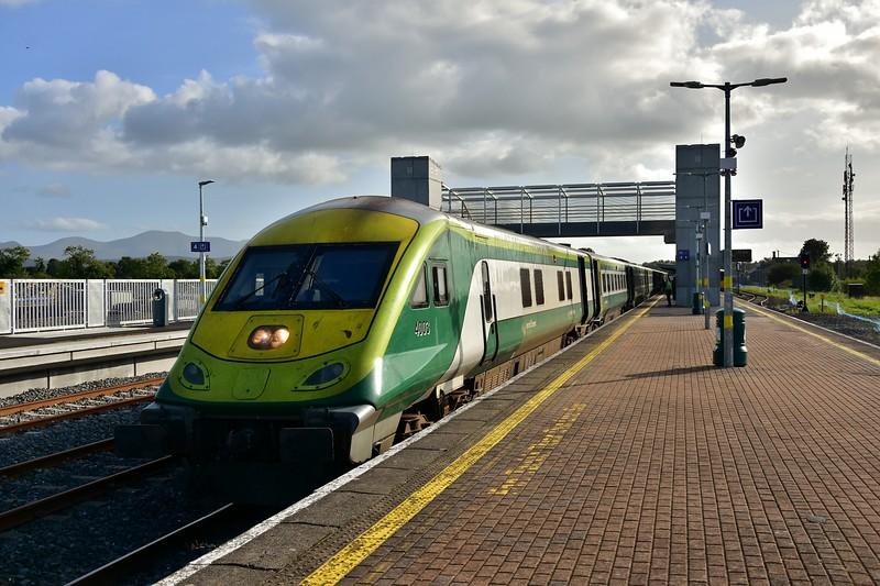 4003 at Limerick Jct. with the 1625 Cork - Heuston. Fri 06.09.19