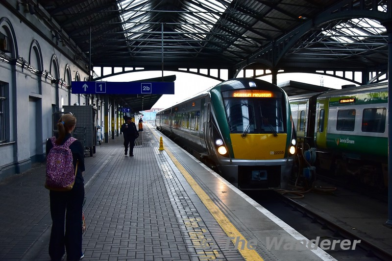 22005 arrives at Heuston with the 1825 from Portlaoise. After a quick turnaround it will form the 1945 back to Portlaoise. Thurs 05.09.19