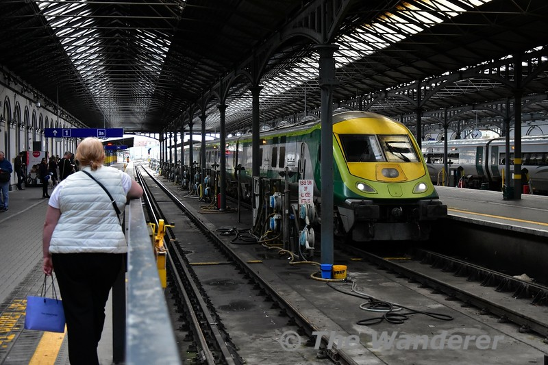 4002 stands at Heuston with the 1625 from Cork. Thurs 05.09.19