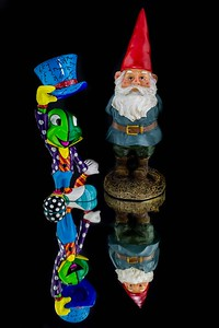 DA040,DA,Mirrored_Reflections_Jiminy_Cricket_Gnomers