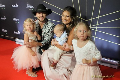 Brett Kissel family - Red Carpet - CCMA 9-19 5253