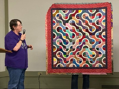 Jan Gagliano showed us a quilt called Snake in the Hollow.