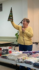 Jan Asmann showing us a Christmas Tree made by her in a quilt style