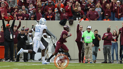 WR Tre Turner runs towards the endzone as Virginia Tech athletic director Whit Babcock celebrates on the sideline behind him. (Mark Umansky/TheKeyPlay.com)