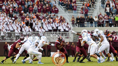 Third string VT QB Quincy Patterson runs through a huge opening in the line in the third quarter. (Mark Umansky/TheKeyPlay.com)