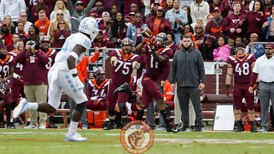 WR Tre Turner reaches up to catch the first Virginia Tech touchdown of the game. (Mark Umansky/TheKeyPlay.com)