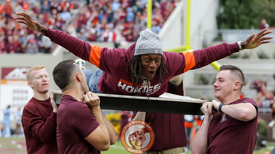 Former Hokie DB Terrell Edmunds does pushups with the Virginia Tech Corps of Cadets after a Hokies touchdown in the second quarter. (Mark Umansky/TheKeyPlay.com)