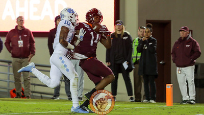 WR Damon Hazelton makes a one-handed touchdown catch on fourth down in 2OT to keep the Hokies in the game. (Mark Umansky/TheKeyPlay.com)