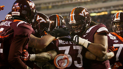 RB Deshawn McClease celebrates with his teammates after scoring his second touchdown of the game. (Mark Umansky/TheKeyPlay.com)