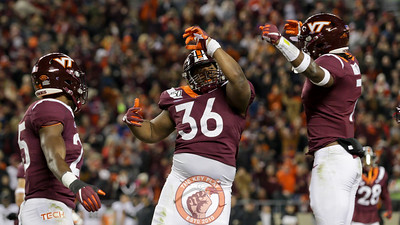 DL DaShawn Crawford celebrates after his interception in the third quarter. (Mark Umansky/TheKeyPlay.com)