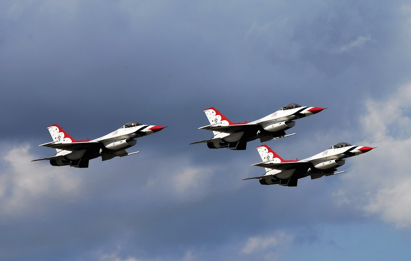 And for the grand finali I bring the United States Air Force Thunderbirds!