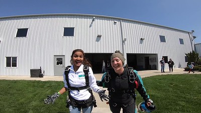 1440 Kanthalakshmi Rajendran Skydive at Chicagoland Skydiving Center 20190504 Jenny Klash