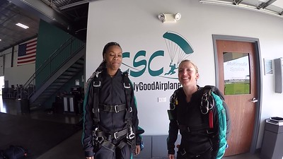 1730 Kimberly Blakley Skydive at Chicagoland Skydiving Center 20190504 Jenny Breezy