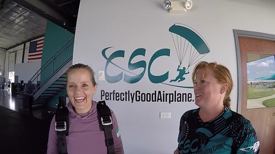 1541 Amie Lathrom Skydive at Chicagoland Skydiving Center 20190526 Breezy Chris R